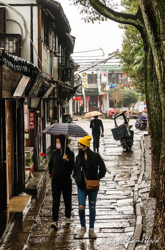 Ploaie pe strazile din Zhujiajiao 2