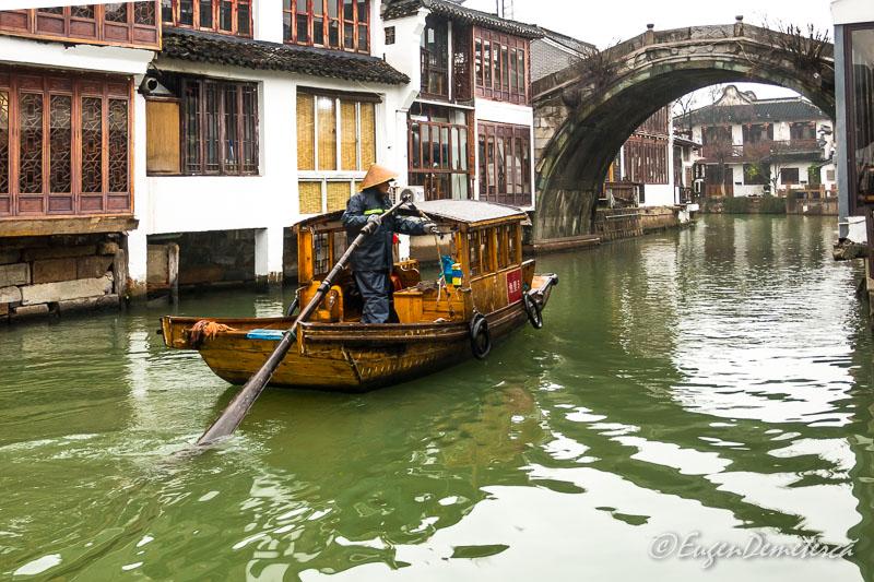 Gondola chinezeasca in Zhujiajiao