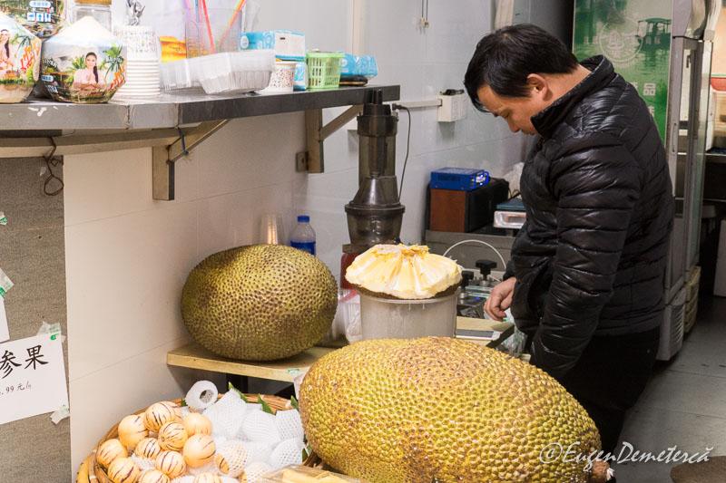 Fructe imense in Zhujiajiao