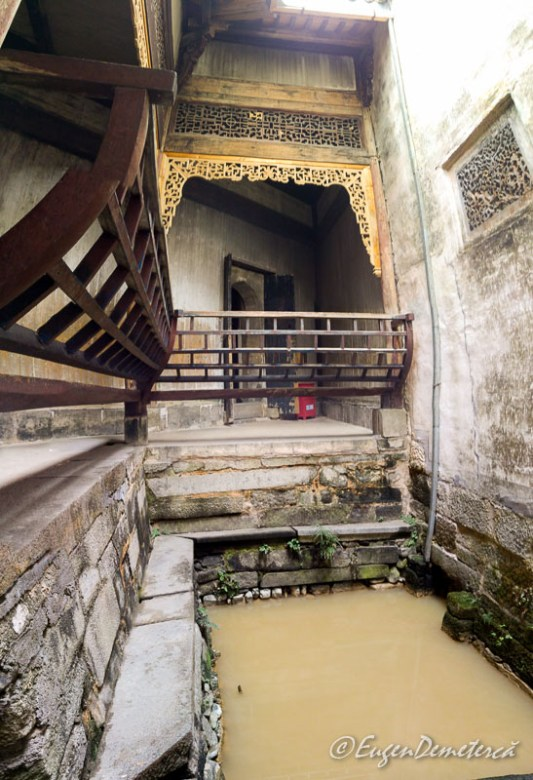 Apa in curtea interioara in Hongcun