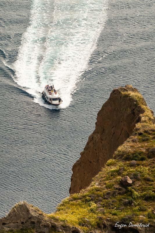 Barca in Santorini