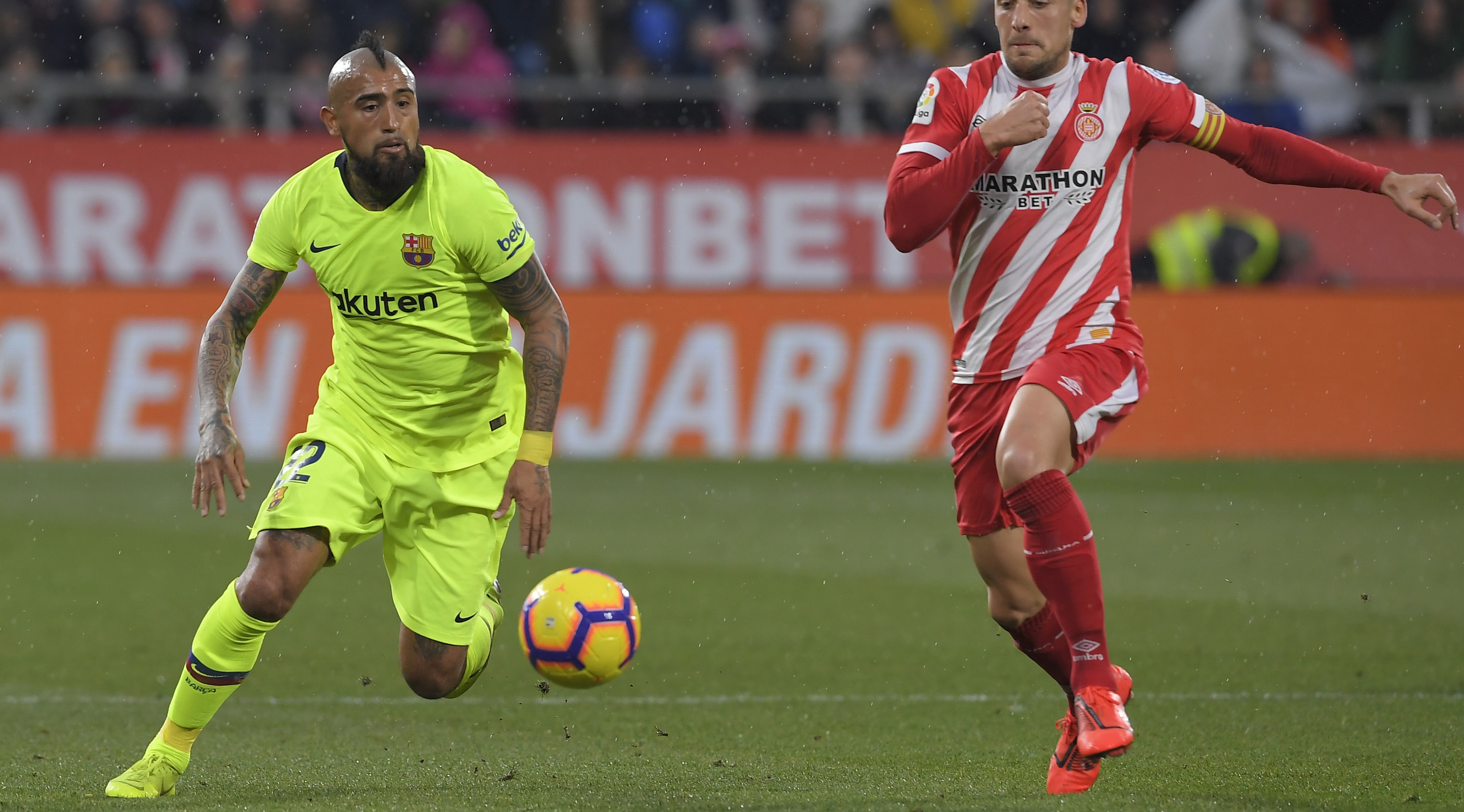Girona's Spanish midfielder Alex Granell (R) vies with Barcelona's Chilean midfielder Arturo Vidal during the Spanish league football match between Girona FC and FC Barcelona at the Montilivi stadium in Girona on January 27, 2019. (Photo by LLUIS GENE / AFP) (Photo credit should read LLUIS GENE/AFP/Getty Images)