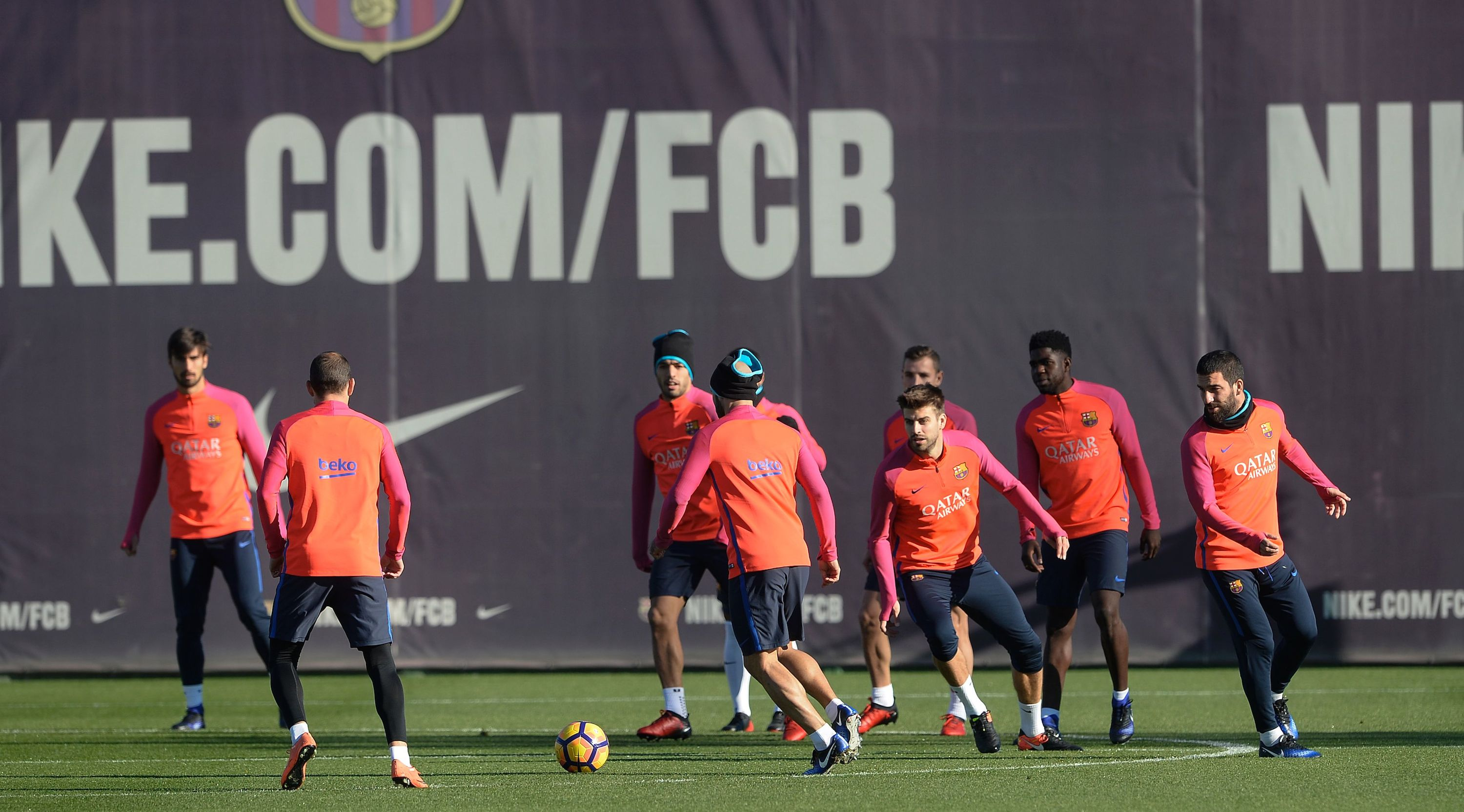 Barcelona's players take part in a training session at the Sports Center FC Barcelona Joan Gamper in Sant Joan Despi, near Barcelona on December 2, 2016 on the eve their Spanish League Clasico football match FC Barcelona vs Real Madrid. / AFP / JOSEP LAGO (Photo credit should read JOSEP LAGO/AFP/Getty Images)
