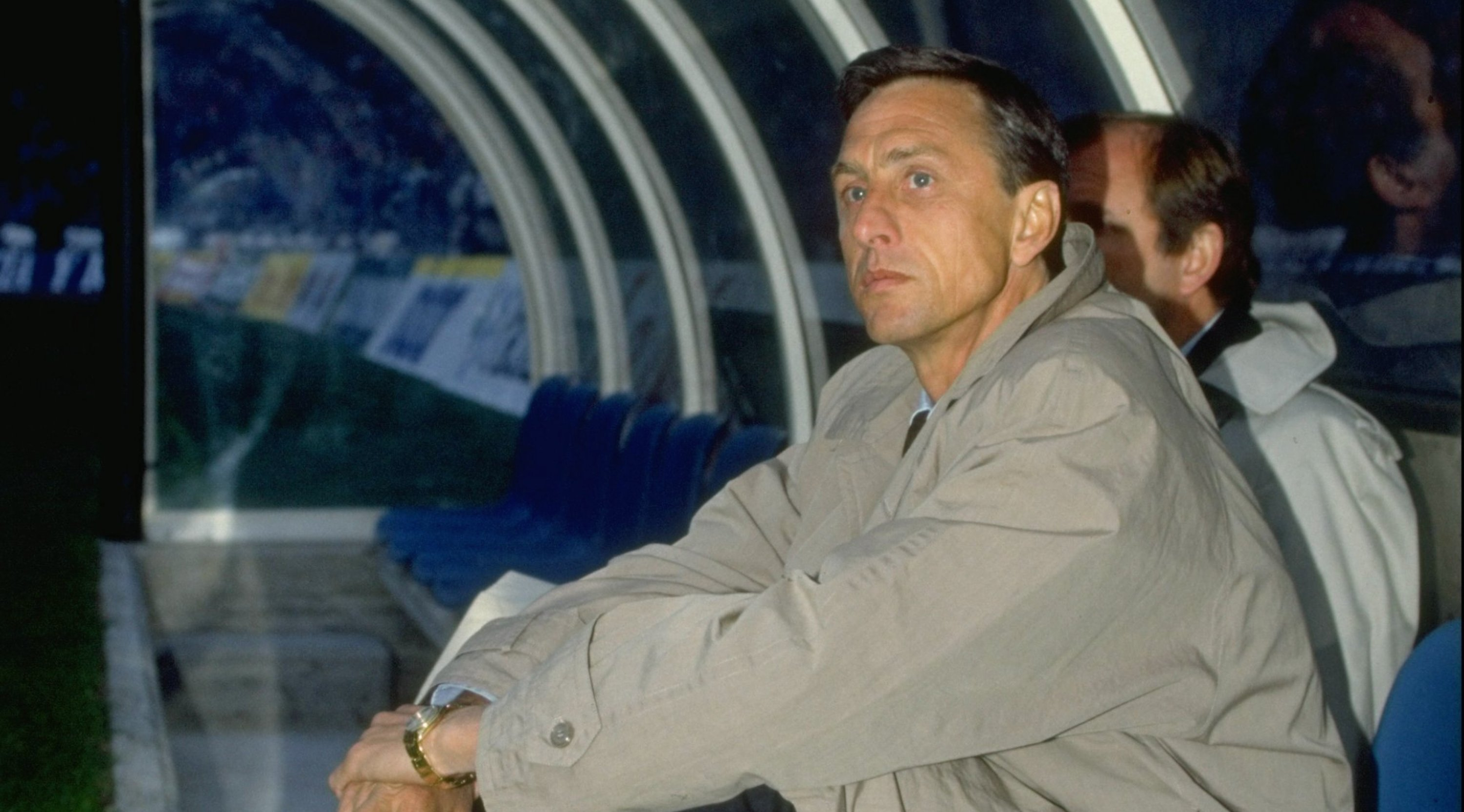 1990-91: Portrait of Barcelona Manager Johan Cruyff sitting in the dug-out during a match.  Mandatory Credit: Shaun Botterill/Allsport