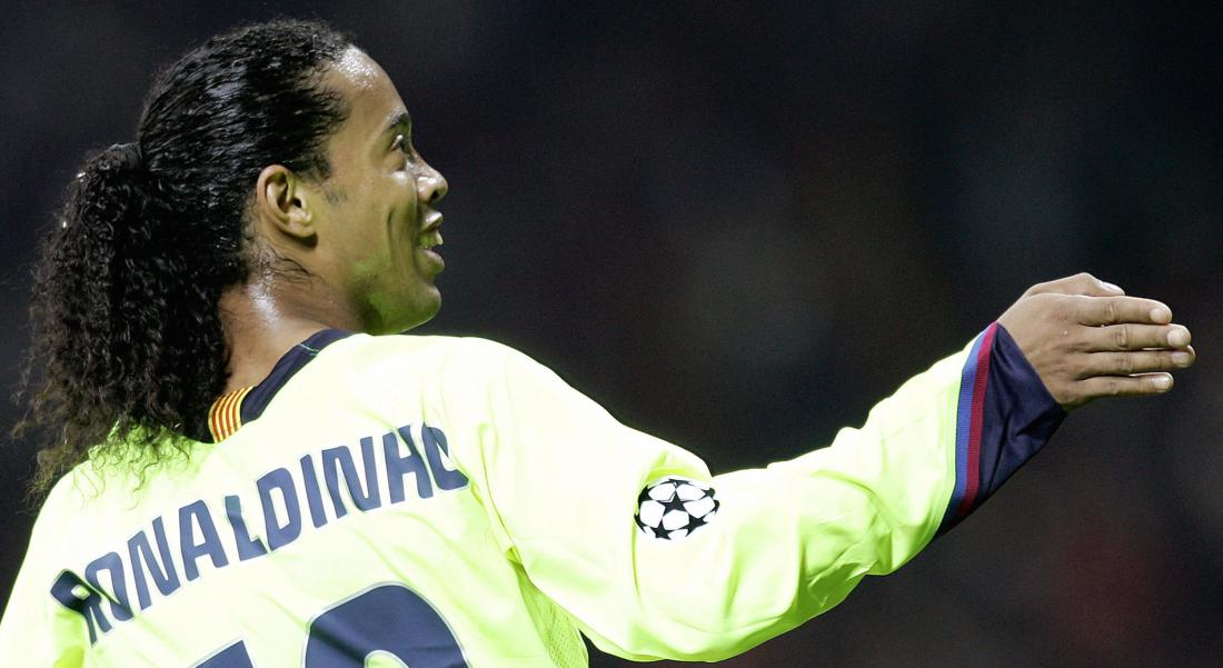 Milan, ITALY: Barcelona's midfielder Ronaldinho of Brazil gestures during semi-finals first leg Champions league football match against AC Milan 18 April 2006 at Milan's San Siro Stadium. AFP PHOTO / Filippo MONTEFORTE (Photo credit should read FILIPPO MONTEFORTE/AFP/Getty Images)
