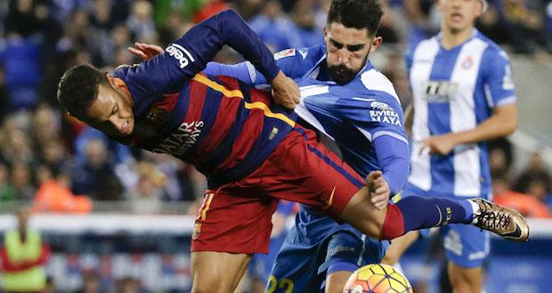 447267-alvaro-gonzalez-neymar-play