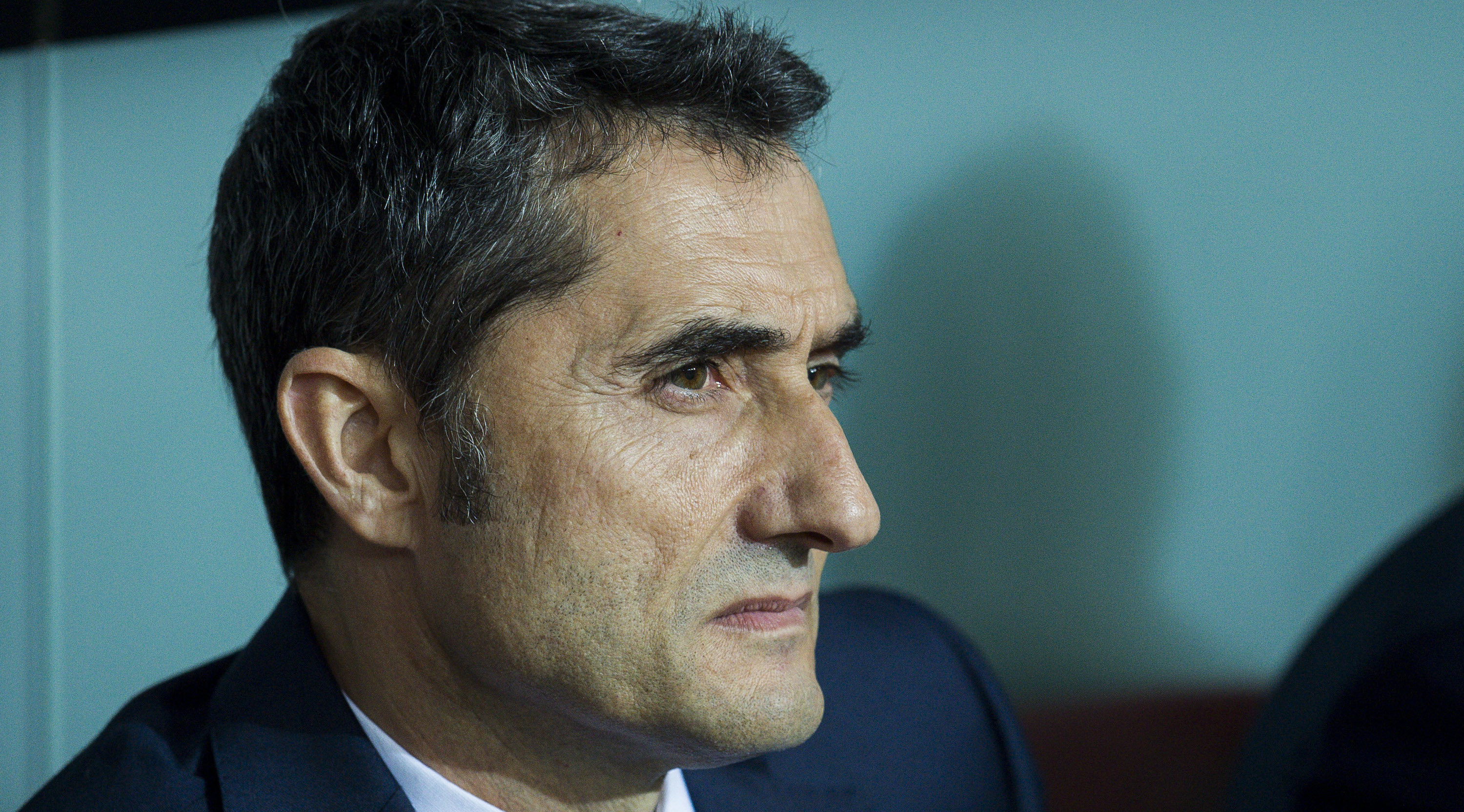 BILBAO, SPAIN - OCTOBER 28: Head coach Ernesto Valverde of FC Barcelona looks on prior to the start the La Liga match between Athletic Club Bilbao and FC Barcelona at San Mames Stadium on October 28, 2017 in Bilbao, Spain. (Photo by Juan Manuel Serrano Arce/Getty Images)
