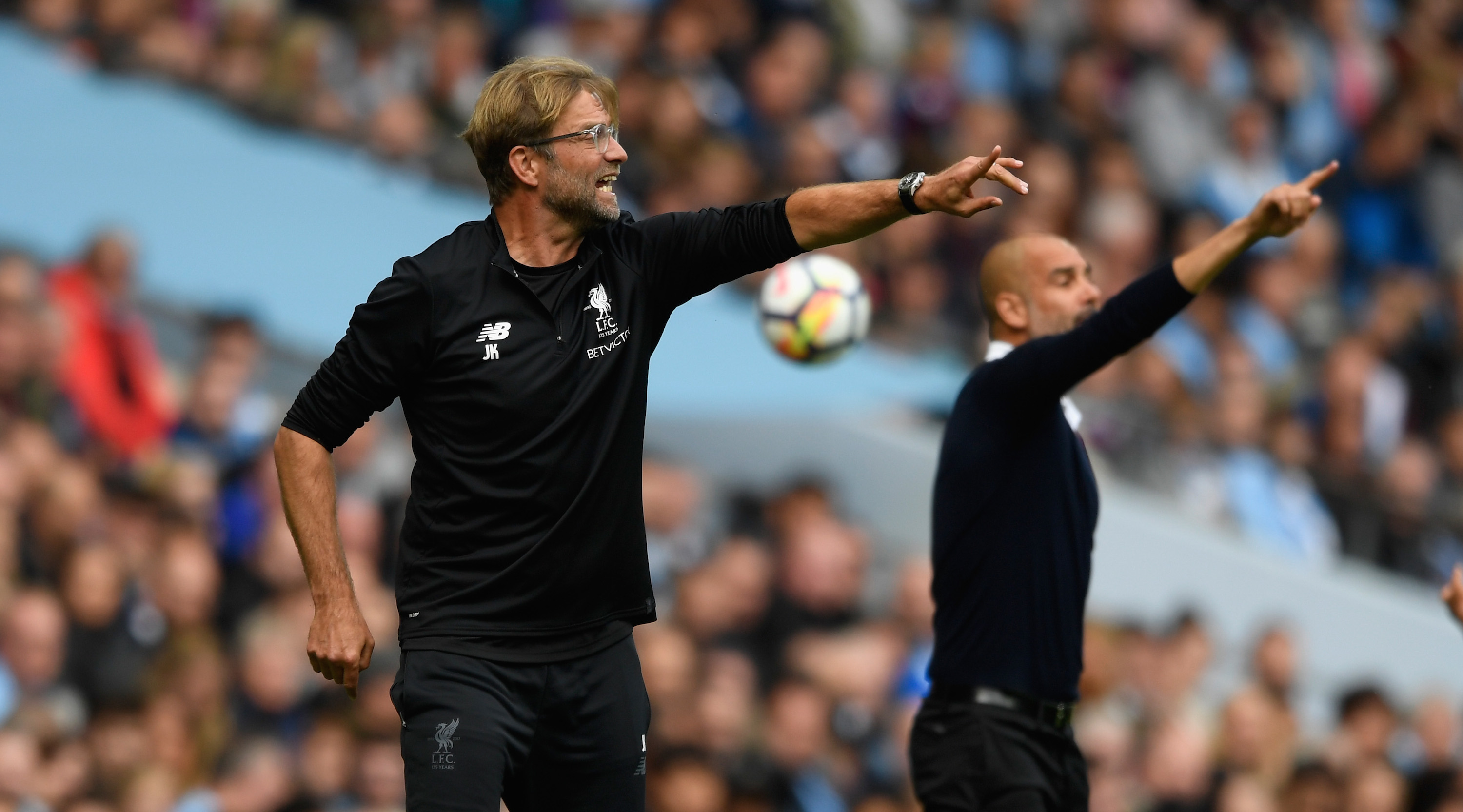 Liverpool manager Jurgen Klopp (l) and Pep Guardiola react during the Premier League match between Manchester City and Liverpool at Etihad Stadium on September 9, 2017 in Manchester, England. (Photo by Stu Forster/Getty Images)