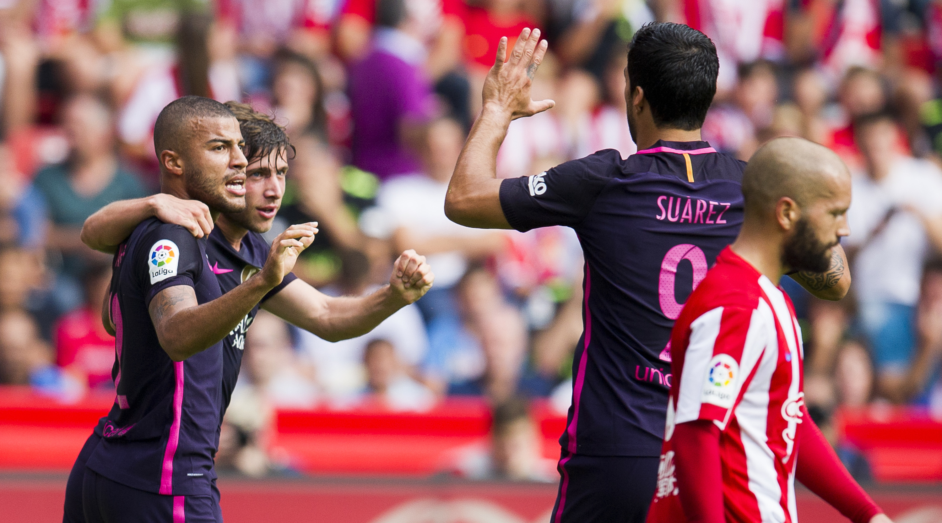 GIJON, SPAIN - SEPTEMBER 24: Rafinha of FC Barcelona celebrates with his teammates Luis Suarez of FC Barcelona after scoring his team's second goal during the La Liga match between Real Sporting de Gijon and FC Barcelona at Estadio El Molinon on September 24, 2016 in Gijon, Spain. (Photo by Juan Manuel Serrano Arce/Getty Images)