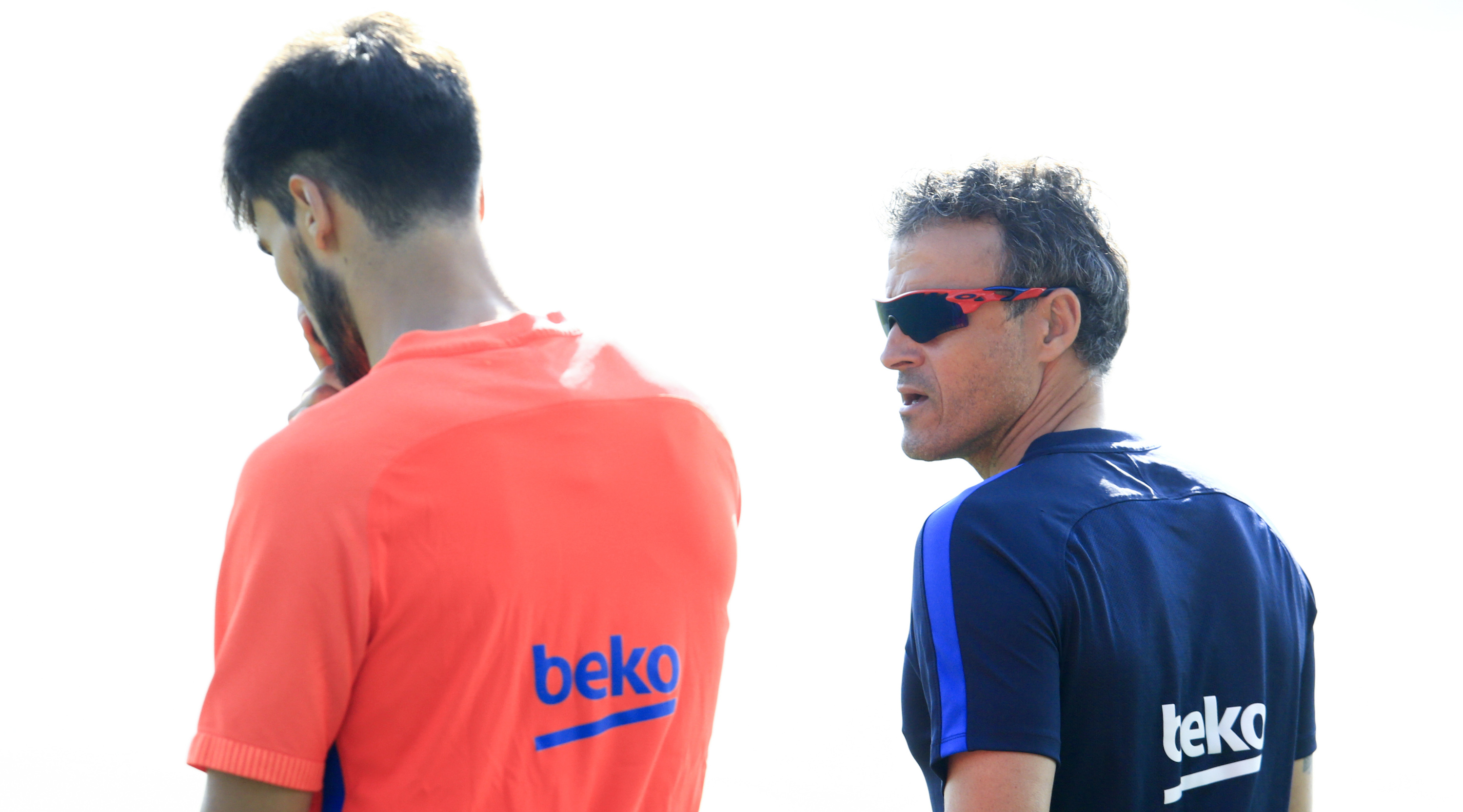 Barcelona's coach Luis Enrique (R) talks to Barcelona's Portuguese midfielder Andre Gomes as they arrive to a training session at the Sports Center FC Barcelona Joan Gamper in Sant Joan Despi, near Barcelona on August 19, 2016 / AFP / PAU BARRENA (Photo credit should read PAU BARRENA/AFP/Getty Images)