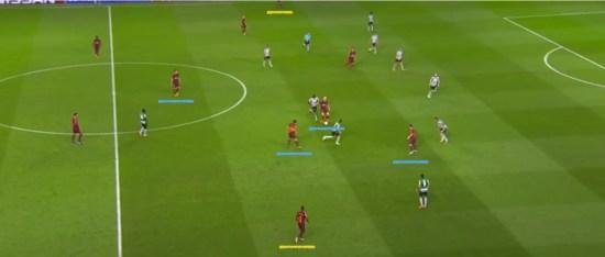 - Sergi Roberto ejerciendo de cuarto centrocampista y vaciando la banda para el lateral.-