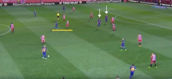 - Mascherano con balón en campo contrario, la marca de Maffeo a Messi, y la posición de Paulinho cercana a Luis Suárez.-