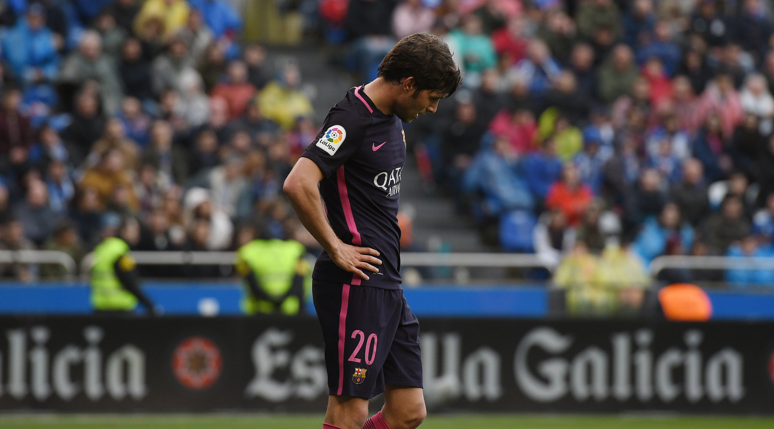 LA CORUNA, SPAIN - MARCH 12: Sergi Roberto of FC Barcelona reacts during the La Liga match between RC Deportivo La Coruna and FC Barcelona at Riazor Stadium on March 12, 2017 in La Coruna, Spain. (Photo by Octavio Passos/Getty Images)