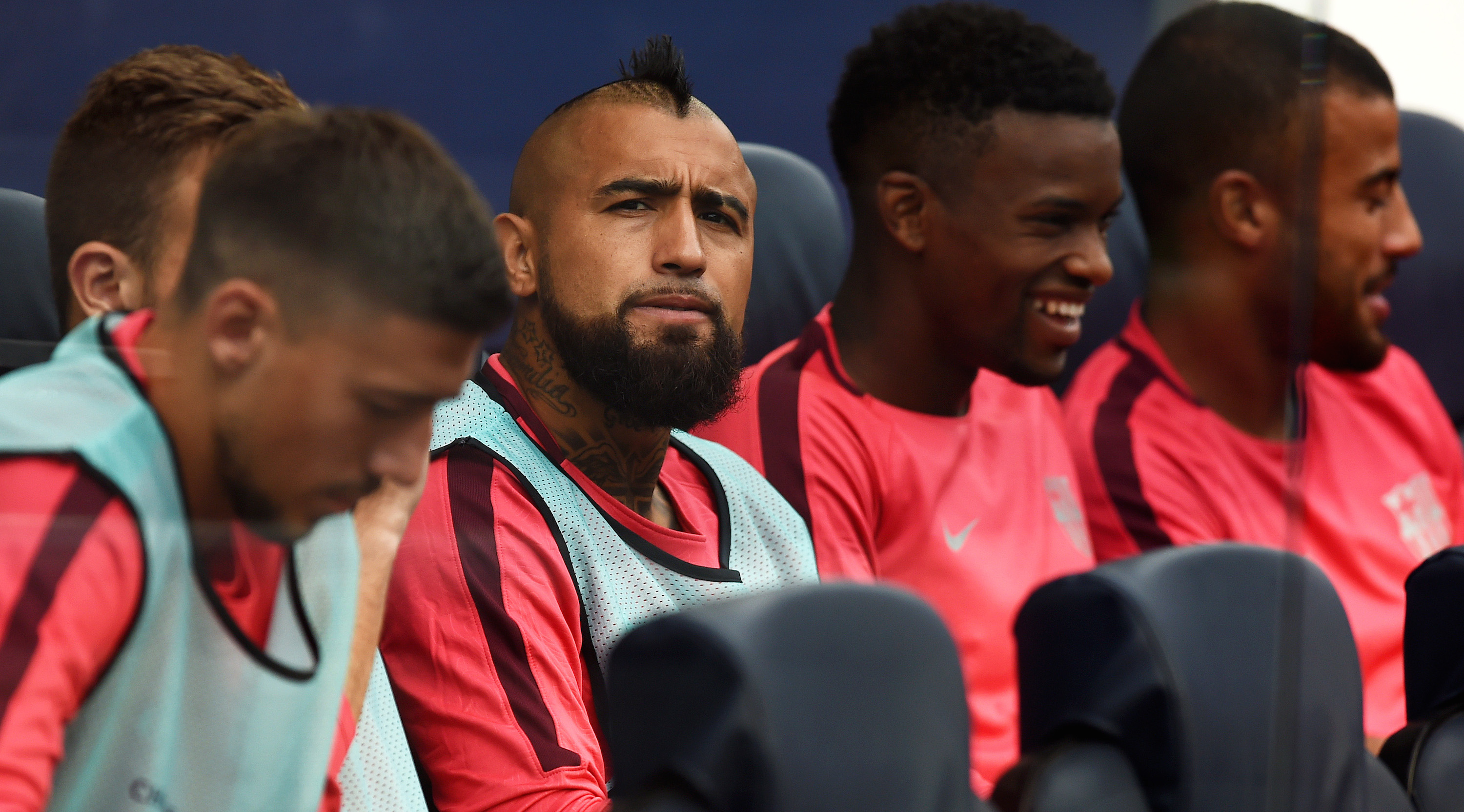 BARCELONA, SPAIN - SEPTEMBER 18: Arturo Vidal of Barcelona looks on from the bench prior to the Group B match of the UEFA Champions League between FC Barcelona and PSV at Camp Nou on September 18, 2018 in Barcelona, Spain. (Photo by Alex Caparros/Getty Images)