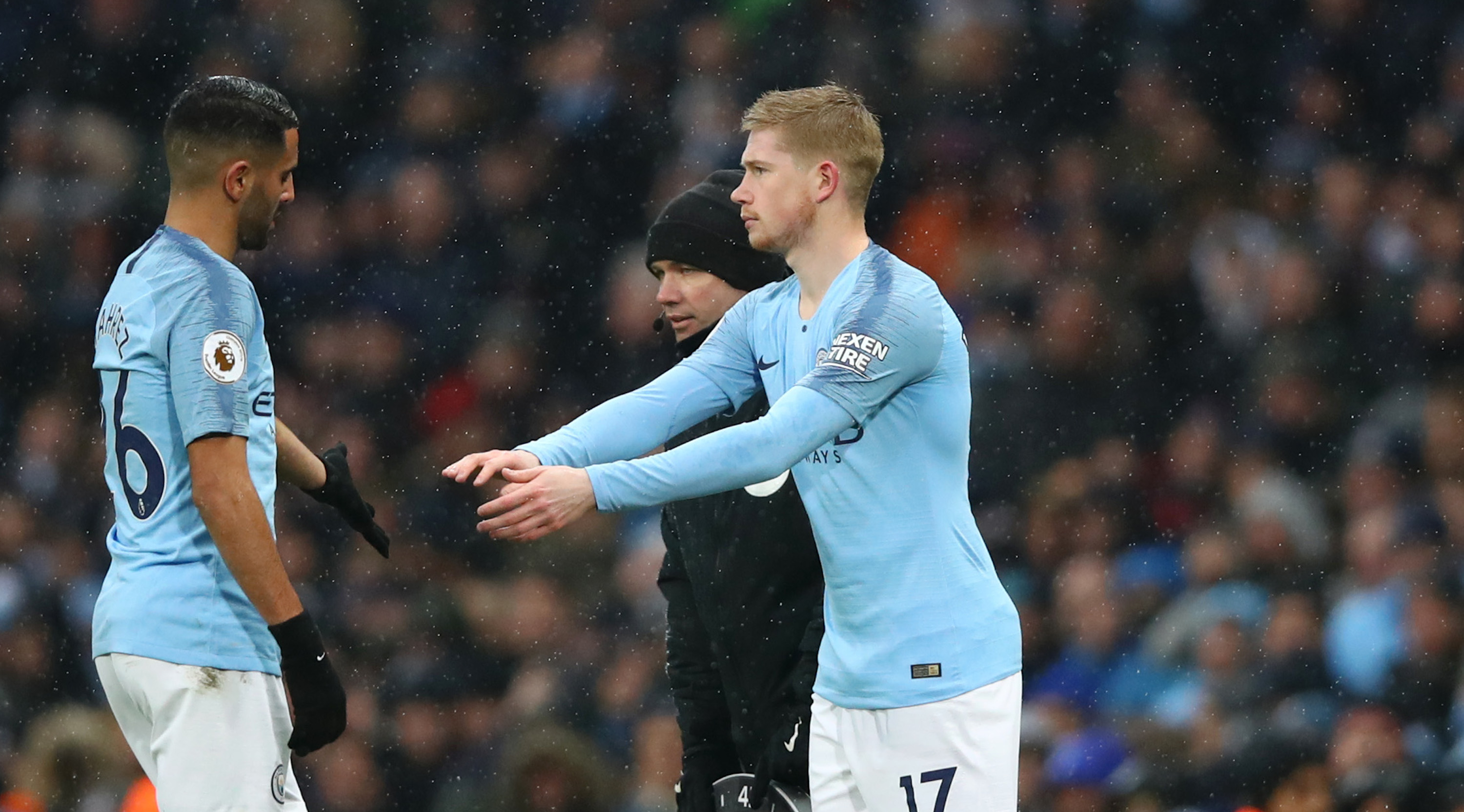 MANCHESTER, ENGLAND - DECEMBER 15: Riyad Mahrez of Manchester City is substituted off for Kevin De Bruyne of Manchester City during the Premier League match between Manchester City and Everton FC at Etihad Stadium on December 15, 2018 in Manchester, United Kingdom. (Photo by Clive Brunskill/Getty Images)