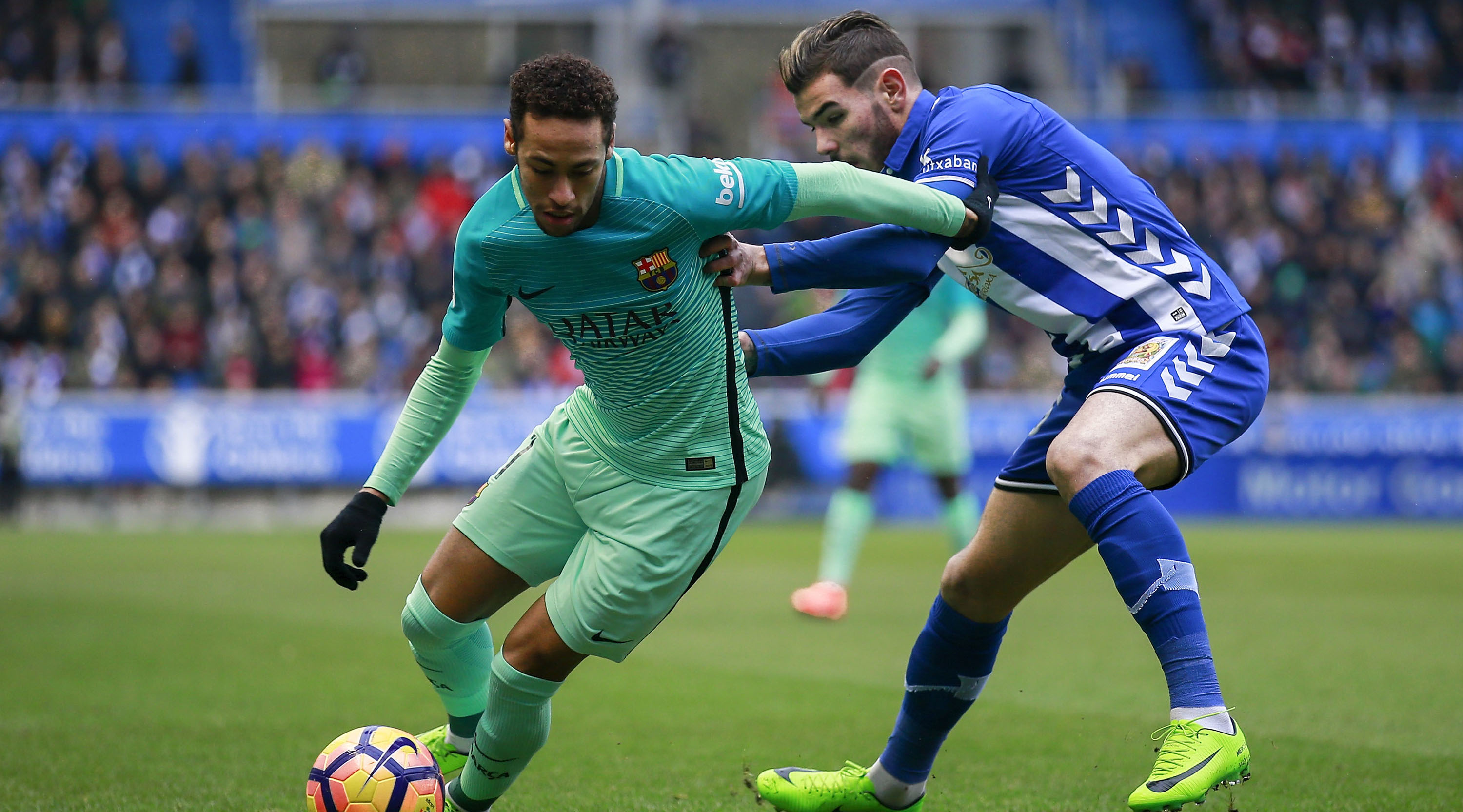 VITORIA-GASTEIZ, SPAIN - FEBRUARY 11: Neymar JR. (L) of FC Barcelona competes for the ball with Theo Hernandez (R) of Deportivo Alaves during the La Liga match between Deportivo Alaves and FC Barcelona at Estadio de Mendizorroza on February 11, 2017 in Vitoria-Gasteiz, Spain. (Photo by Gonzalo Arroyo Moreno/Getty Images)