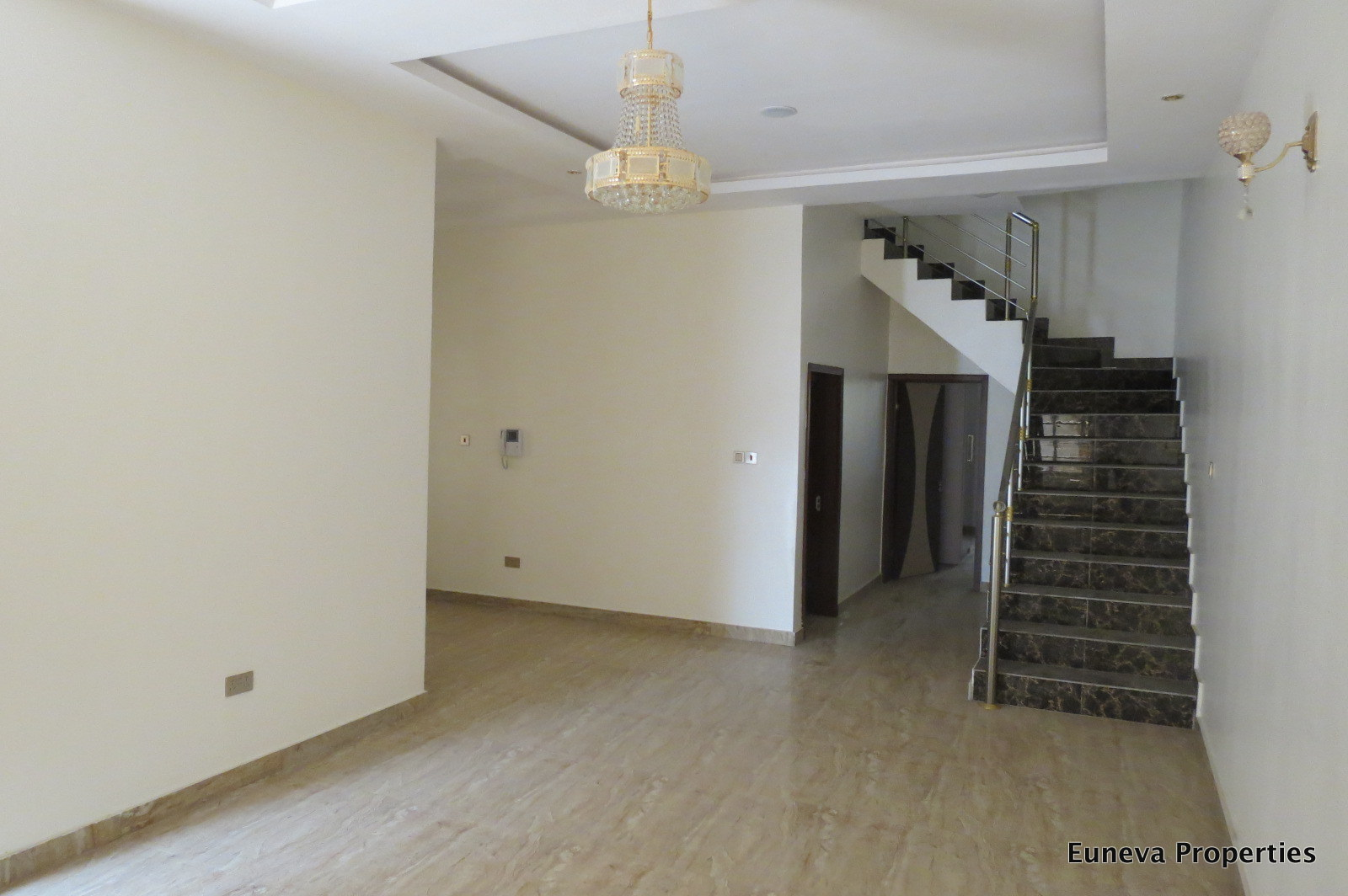 Well Finished 4 Bedroom Semi Detached House in Chevron