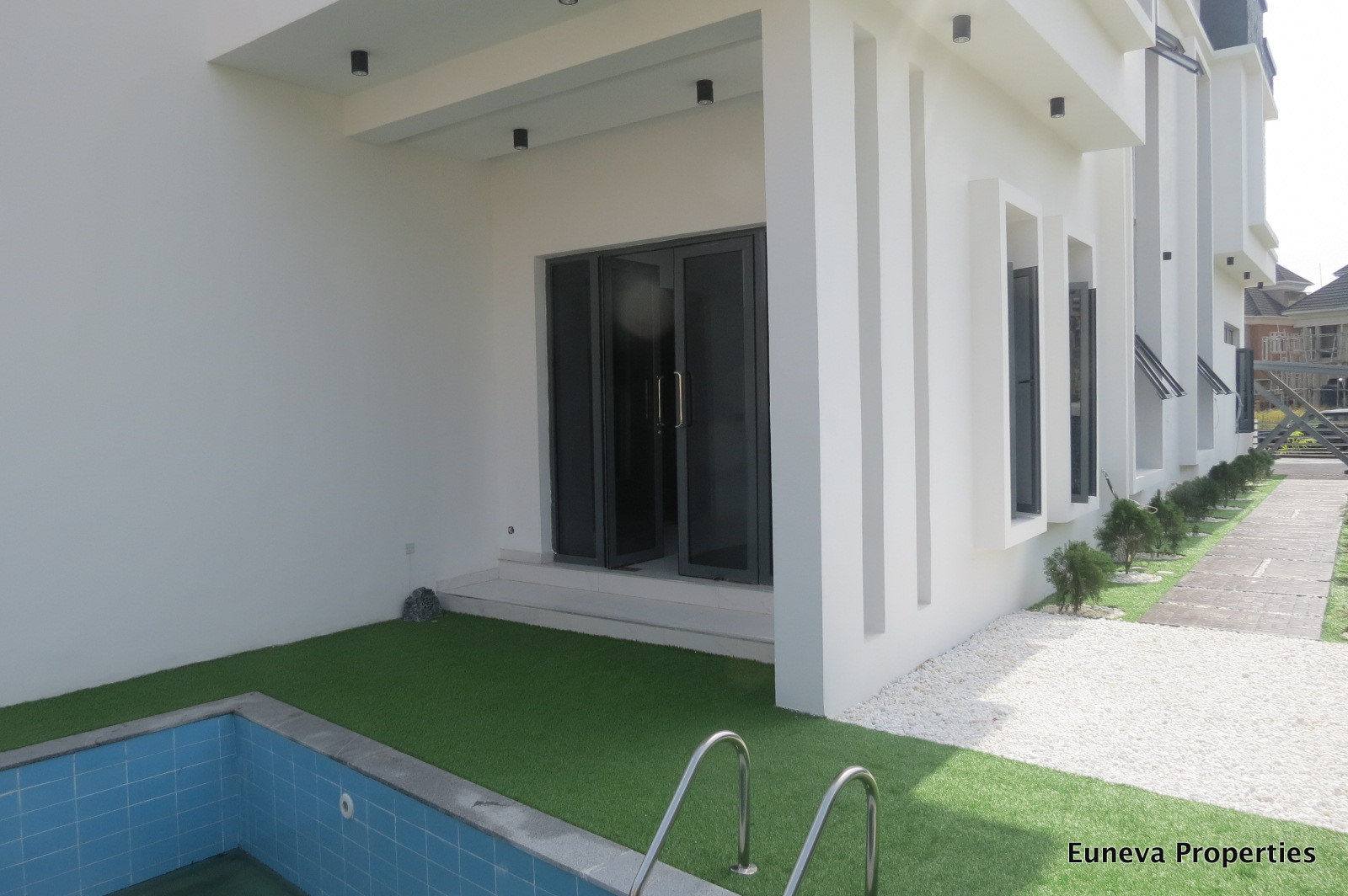 Dynamic Luxury 5 bedroom Detached House in a Secured Estate by Shoprite Circle Mall