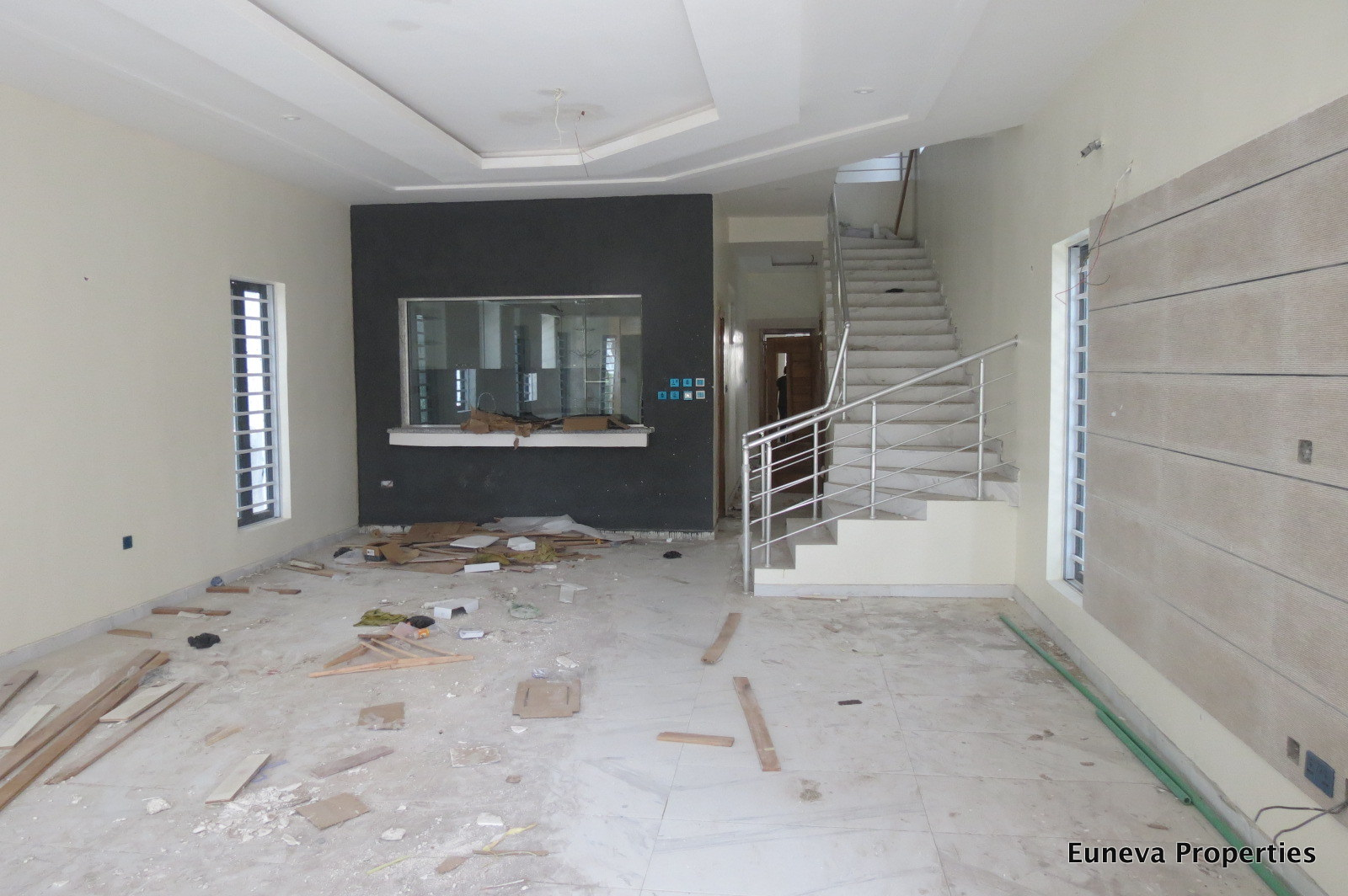 Well built 5 Bedroom Detached House with a Fully Fitted Kitchen with BQ in a gated Estate in Lekki