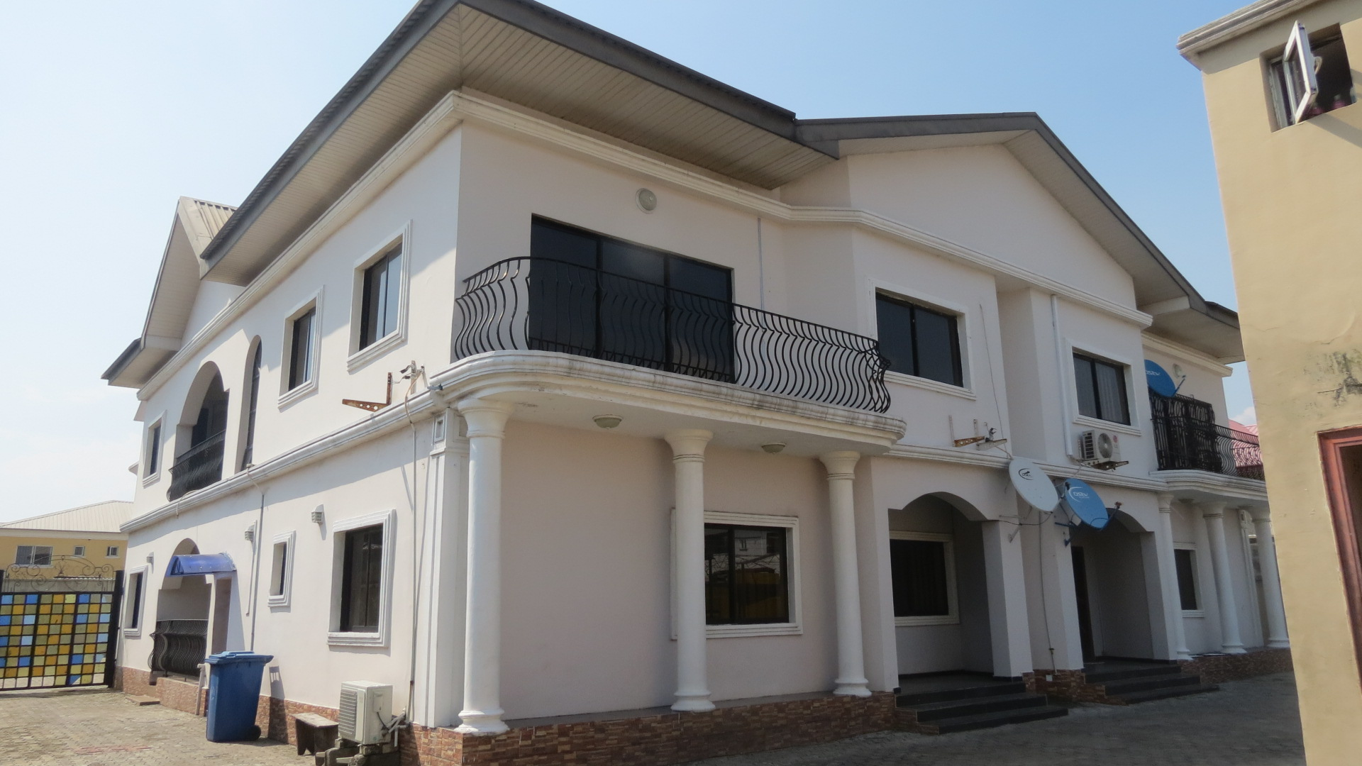 Neat 3 Bedroom Flat for Lease in Maruwa Lekki Right