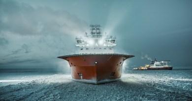 Russian ice-breaker maintain sea route