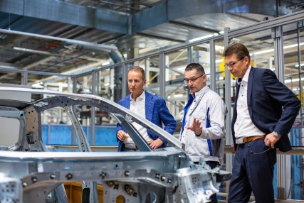 Quality check of the new ID.3 at the Zwickau car plant (from left): Volkswagen-CEO Herbert Diess, Heiko Rösch, Head of body construction, and Reinhard de Vries, Managing Director Technology & Logistic Volkswagen Saxony.