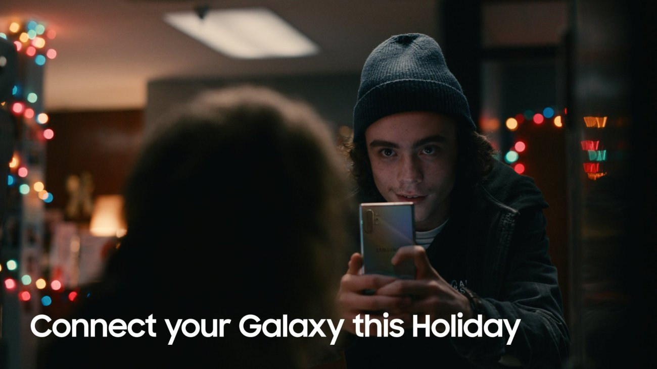 Samsung Joins Forces with Star WarsT for Holiday Collaboration_Film 1