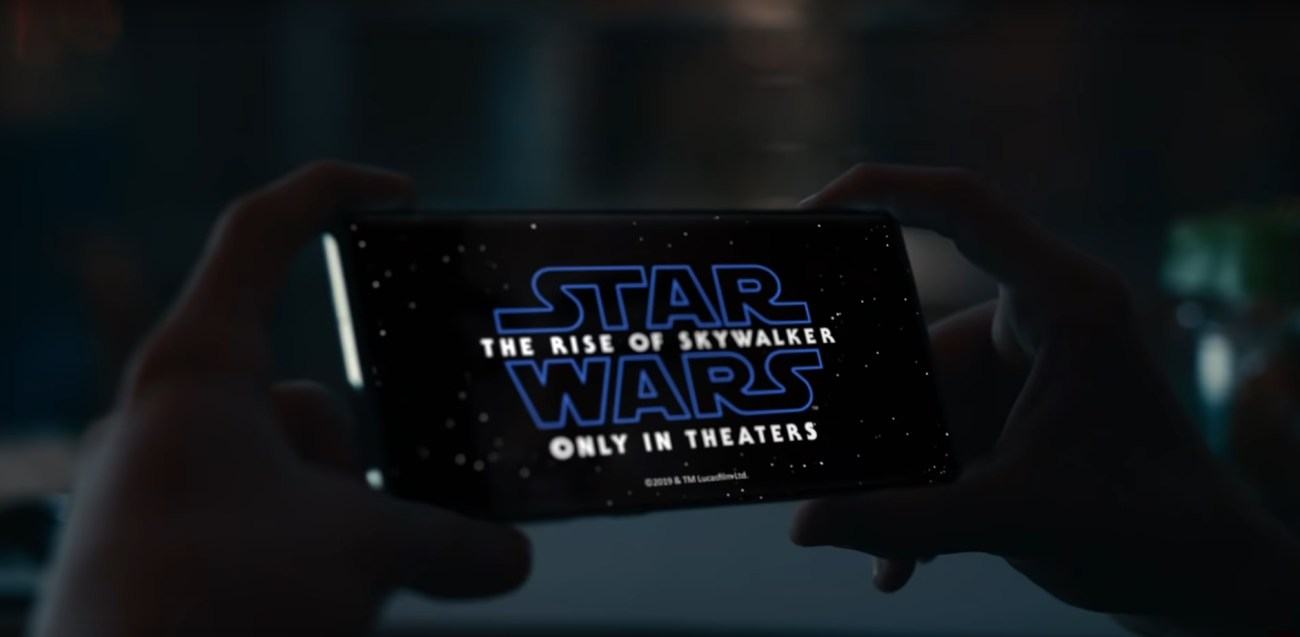 Samsung Joins Forces with Star WarsT for Holiday Collaboration_Film 2