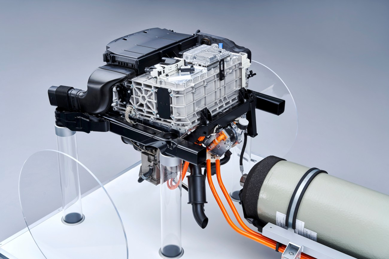 P90386174_highRes_the-fuel-cell-system
