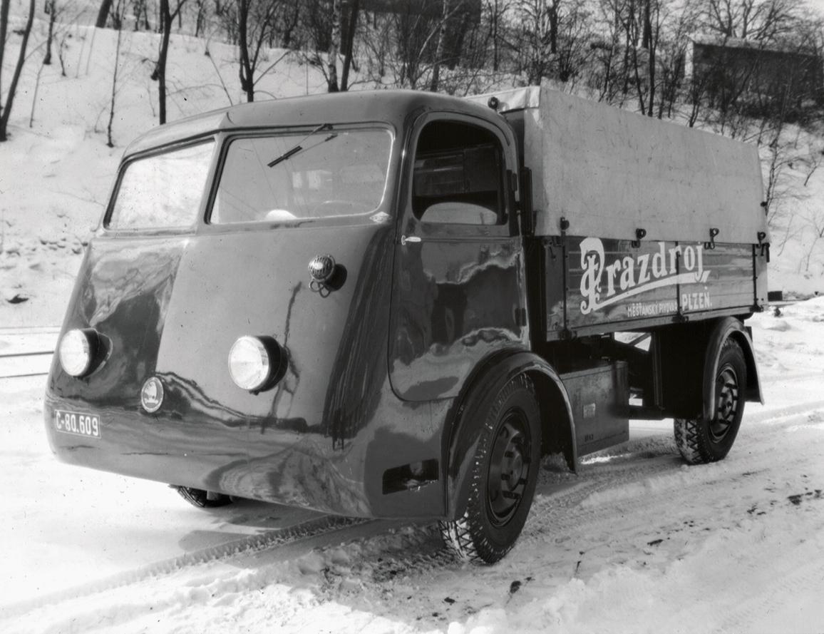 Електрочески камион за разнанясе на бира