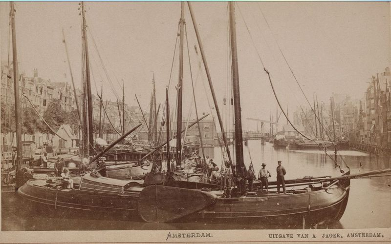 Historic picture of a paviljoentjalk - a sailing barge which may have a motor