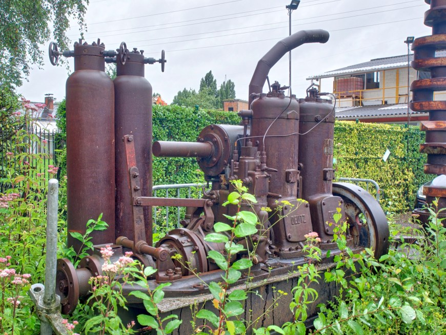 A lovely old Deutz diesel - too large to replace our penny motor even if repaired.