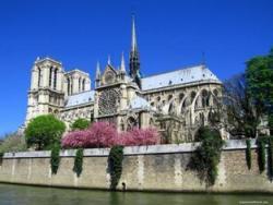 Зачем туристы едут в Париж?
