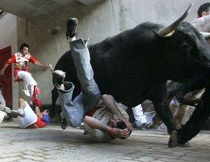 Сен-Фермин с массовыми забегами быков