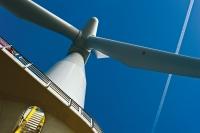 Крупнейшая в мире морская ветровая электростанция начала работу в Англии