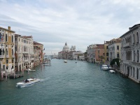 Мост Конституции в Венеции открыт для пешеходов и колясочников