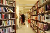 Национальная библиотека Латвии получает драгоценные библии в подарок