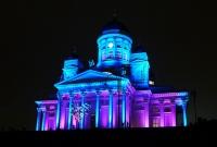 Пылающее сердце, огненные круги и световой трамвай преображают столицу Финляндии