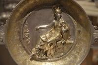 Венгерское правительство возвращает нации фамильное серебро