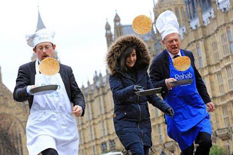 У стен британского парламента прошел «блинный забег»