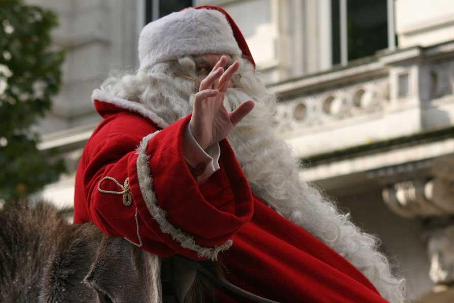 1000 Санта-Клаусов устроили забег в небольшом немецком городке