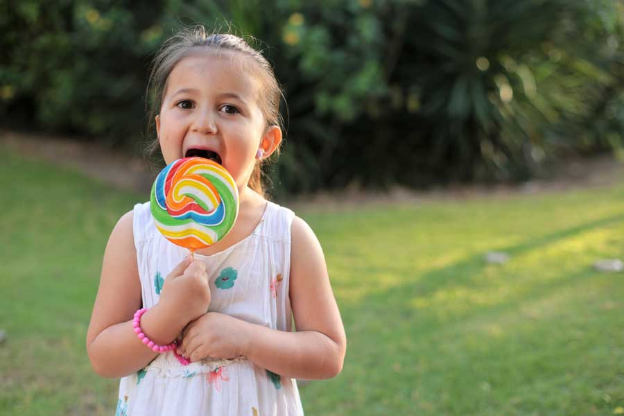 В Великобритании могут запретить рекламу нездоровой пищи до 9 вечера, чтобы бороться с ожирением у детей