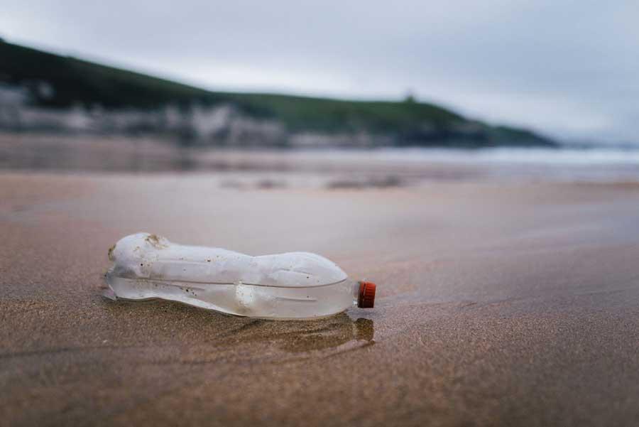 Один из видов биоразлагаемого пластика предлагают запретить в ЕС