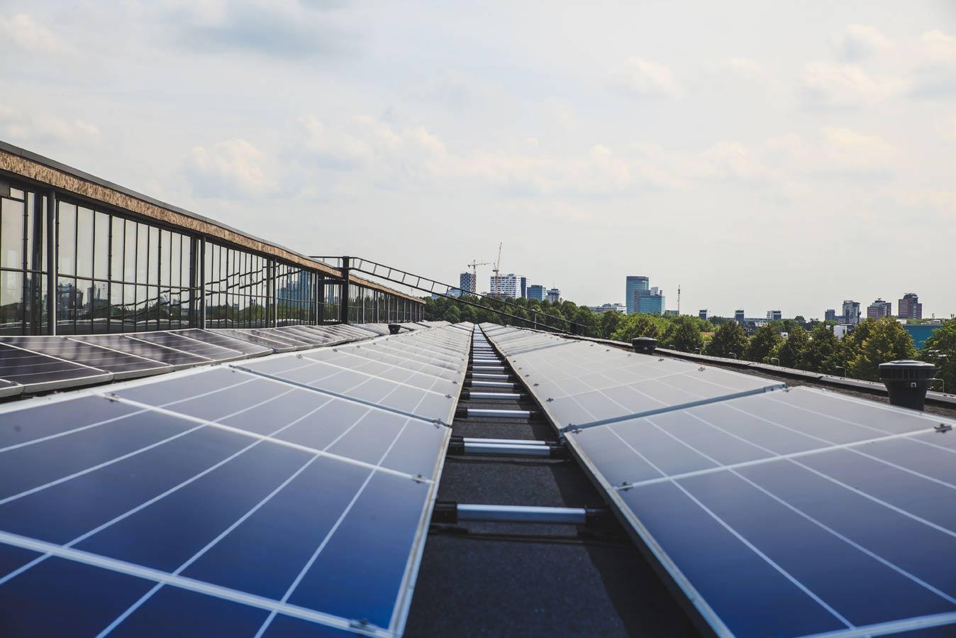 В Гамбурге на крышах государственных зданий установят солнечные панели
