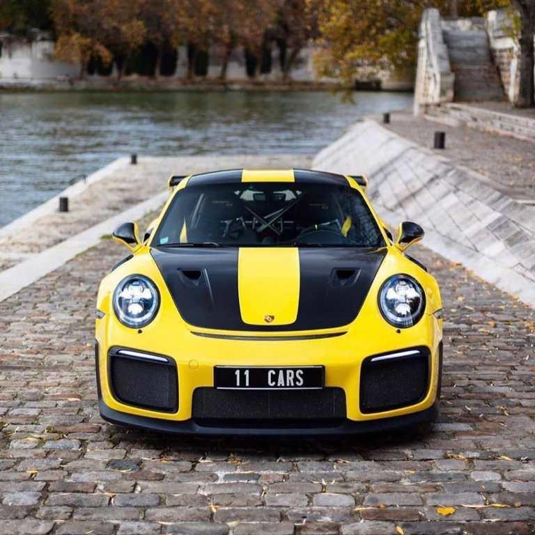 • • • • • • Paris, France  _______________________________