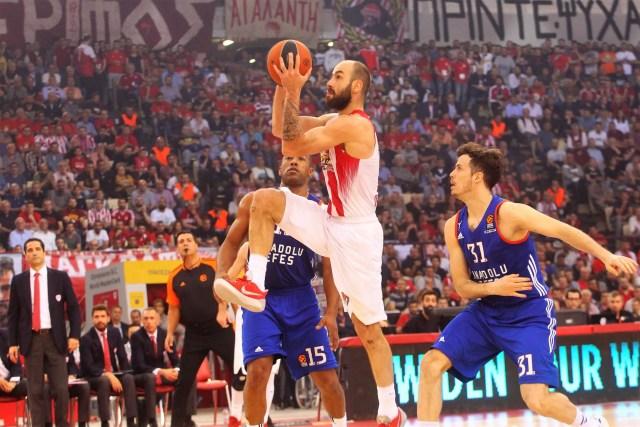 Olympiacos vs Anadolu Efes #5 – Il sistema difensivo Olympiacos, il malanno Heurtel e una richiesta di giustizia: Sfairopoulos coach dell'anno