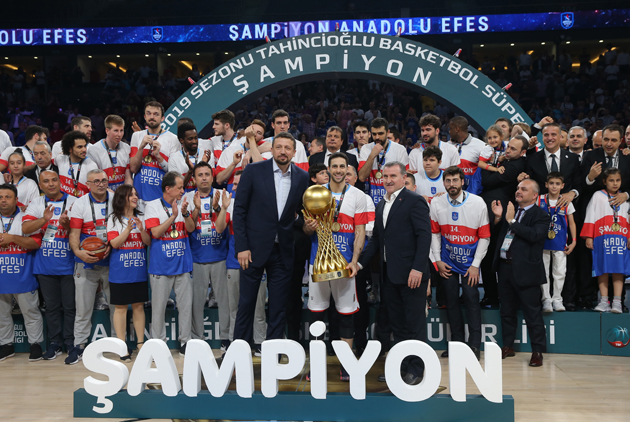 Efes e Real Madrid : è qui la festa! Fenerbahçe e Barça con grandissimo onore.