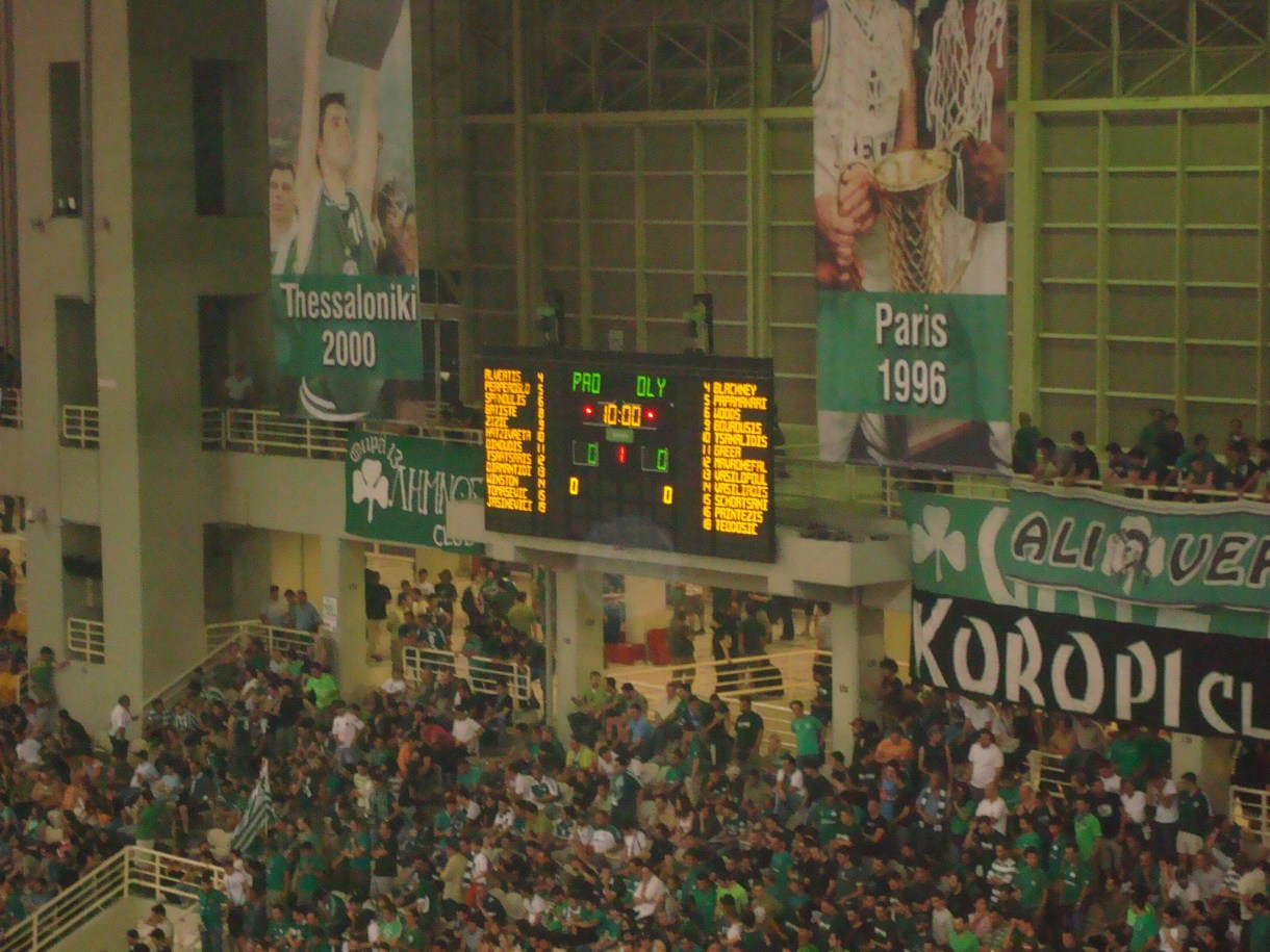 Athens_Olympic_Basketball_Court_score_board_1