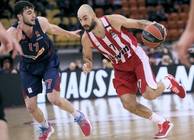 L'Olympiacos supera il Baskonia con Rubit e Spanoulis sugli scudi