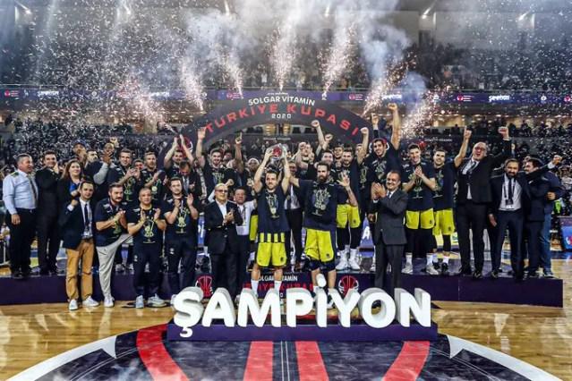 Il Fenerbahçe trionfa in coppa: Obradovic dice…42, Gigi Datome MVP